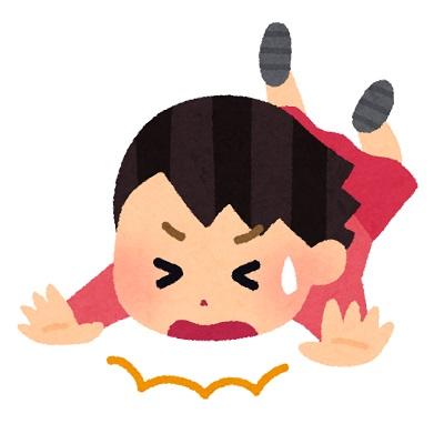 転ぶ女の子