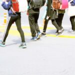通学中の小学生
